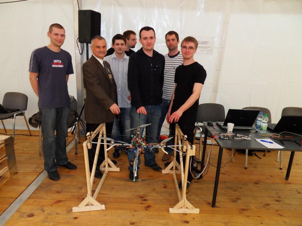 FeniX na wystawie Noc Robotow która odbyła się w 2010 roku Przemysłowym Instytucie Automatyki i Pomiarów w Warszawie