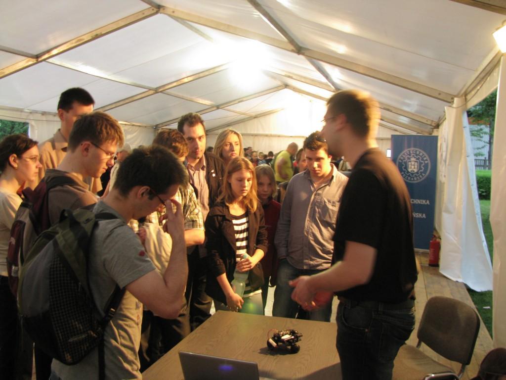 Q-Fix wzbudził ciekawość i pożądanie zarówno członków koła jak i uczestników oraz obserwatorów Nocy Robotów.